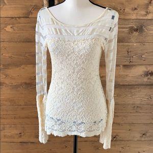 Lost lace scallop bottom Shirt